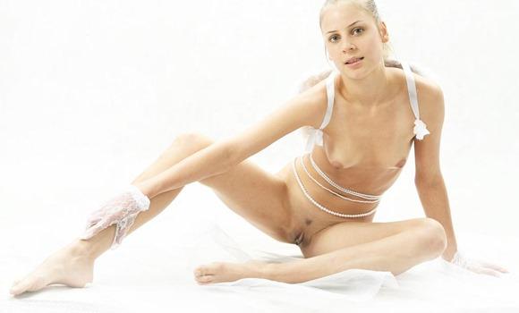masha-posing-nude