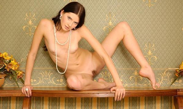 vikroriya-posing-naked