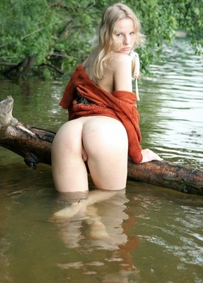 amour-angels-katya-naughty-in-the-water